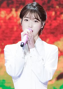 https://upload.wikimedia.org/wikipedia/commons/thumb/0/0b/IU_at_Golden_Disk_Awards_on_January_10%2C_2018_%282%29.jpg/220px-IU_at_Golden_Disk_Awards_on_January_10%2C_2018_%282%29.jpg