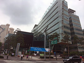 https://upload.wikimedia.org/wikipedia/commons/thumb/2/22/Gwanak-gu_Office_20140608_111803.JPG/270px-Gwanak-gu_Office_20140608_111803.JPG