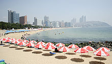 https://upload.wikimedia.org/wikipedia/commons/thumb/a/a2/Haeundae_Beach_in_Busan.jpg/220px-Haeundae_Beach_in_Busan.jpg