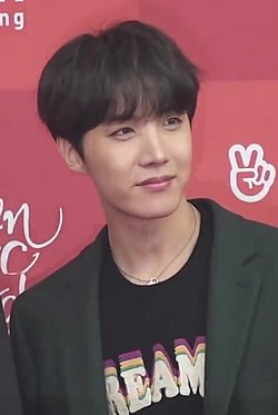 https://upload.wikimedia.org/wikipedia/commons/thumb/f/f2/J-Hope_on_the_33rd_Golden_Disc_Awards_red_carpet%2C_5_January_2019_02.jpg/250px-J-Hope_on_the_33rd_Golden_Disc_Awards_red_carpet%2C_5_January_2019_02.jpg